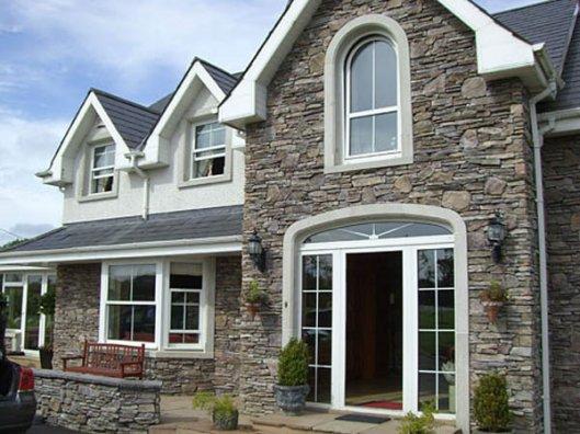 Основные преимущества отделки фасадов искусственным камнем