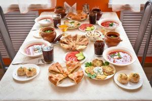 Что готовят на поминки? Заказать стол в кафе на поминки или собрать трапезу дома?
